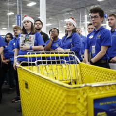 Retailers Wage 'War for Talent' in Advance of Holidays
